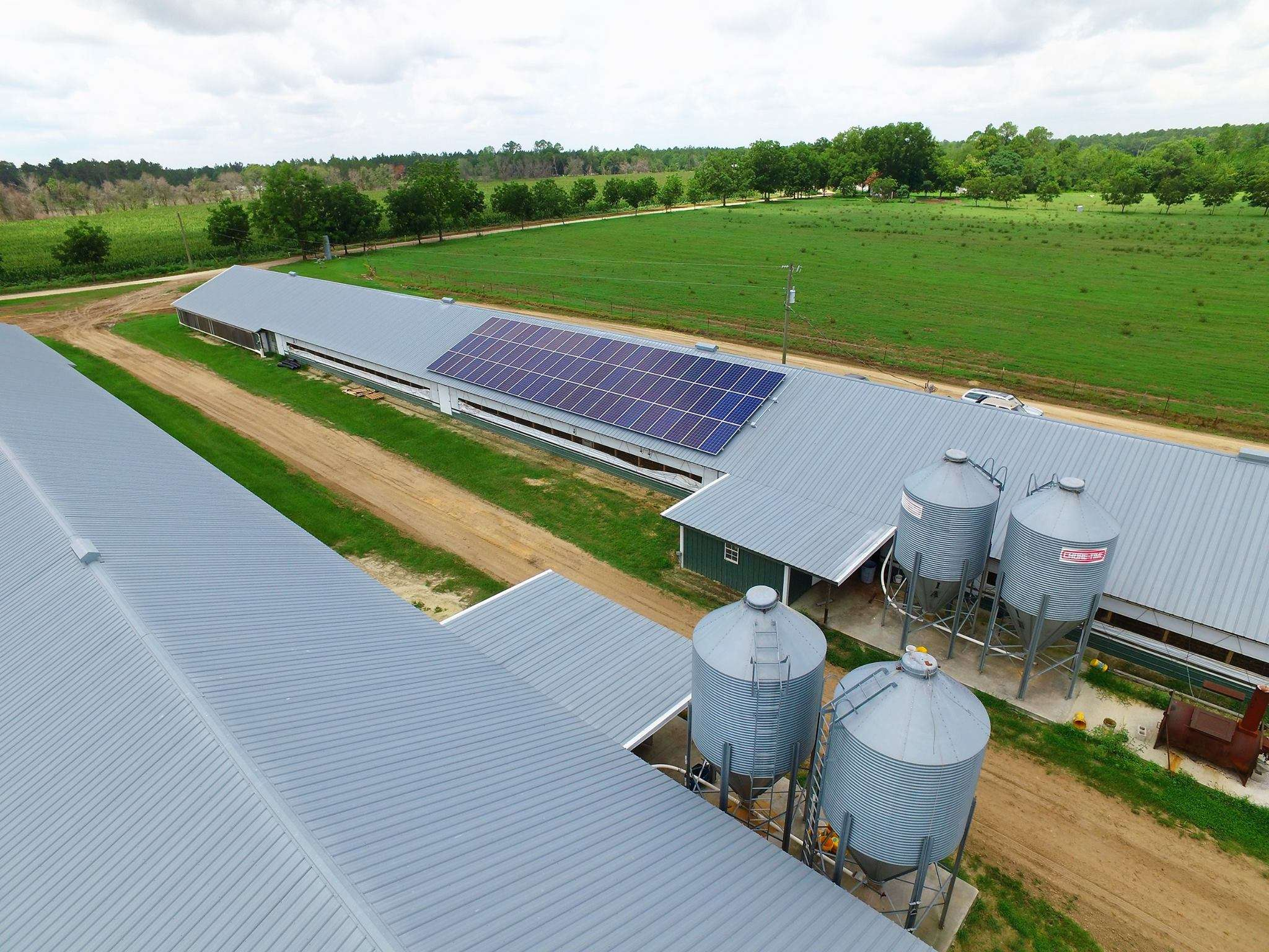 kennedy farms solar project - solar panels on poultry barn